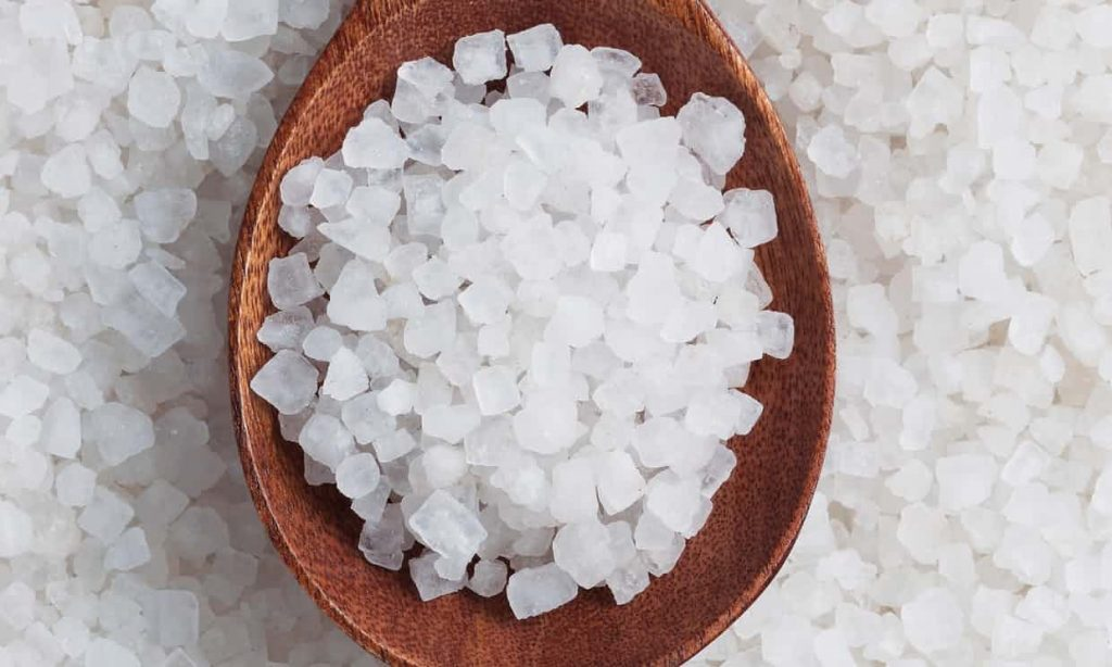 Согласно исследованиям, вся морская соль в мире загрязнена пластиком