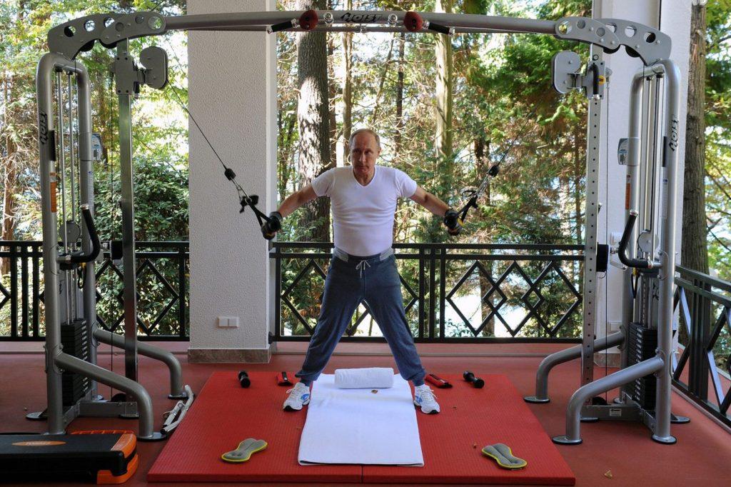 За рулём автомобиля Оливера Стоуна – мачо Путин